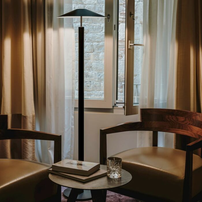 henri-floor-lamp-black_living