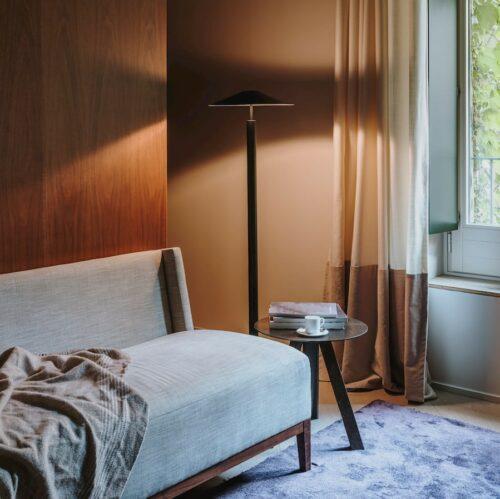 henri-floor-lamp-black_lounge
