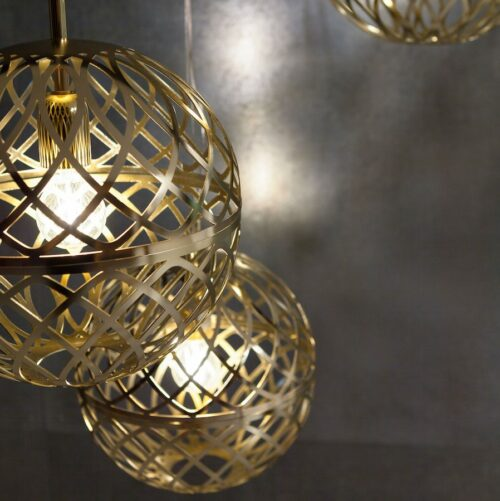 umber-pendants-gold_ambient1